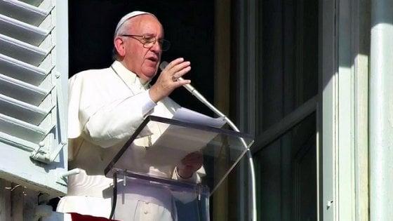"""Papa Francesco, l'appello di Natale: """"Rilasciare le persone sequestrate"""""""
