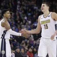 Basket, Nba: Belinelli in ombra ma Atlanta vince, a Ovest cade Golden State