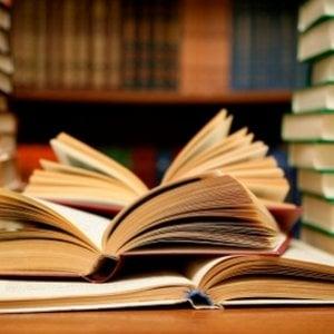 Gli italiani leggono sempre meno: nel 2016 solo il 40,5% ha letto almeno un libro