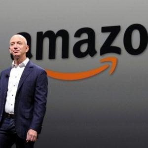 Jeff Bezos batte Bill Gates: è lui il più ricco al mondo. E i paperoni hanno guadagnato un bilione di dollari in un anno