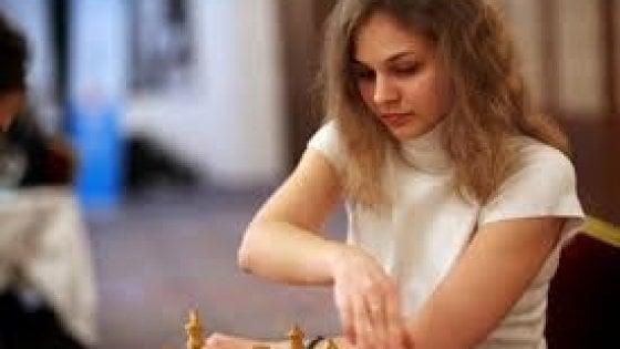 """""""Negate i diritti alle donne"""", la campionessa di scacchi boicotta l'Arabia Saudita"""
