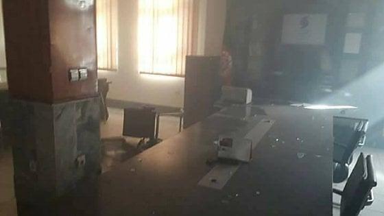 Afghanistan, almeno 40 morti in un attentato suicida a Kabul. L'Isis rivendica