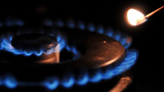 Energia, da gennaio rincari nelle bollette: +5,3% per l'elettricità , +5% per il gas