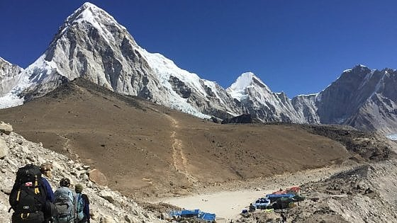 Everest, mai più in solitaria. Divieti anche per i portatori di handicap