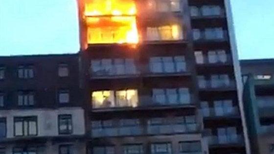 Gb violento incendio in edificio di 12 piani a manchester for Piani di costruzione dell edificio
