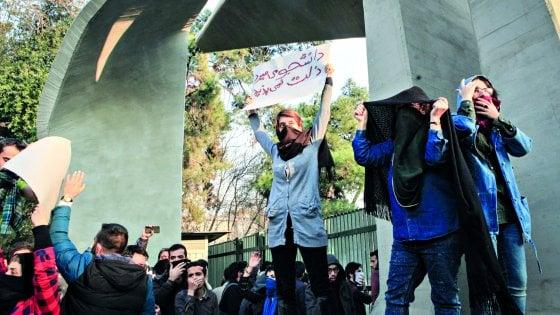 """Iran, Rouhani apre dopo il pugno di ferro: """"La gente ha il diritto di protestare, serve uno spazio per la critica"""""""