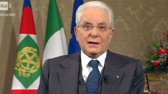 """Discorso fine anno, Mattarella: """"Penso ai diciottenni che voteranno, i partiti guardino al futuro"""""""