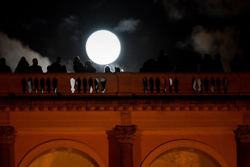 La 'Superluna di Capodanno': ecco lo spettacolo in tutto il mondo