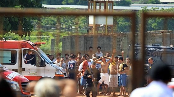 Brasile, scontri in carcere: almeno 9 morti e maxi evasione