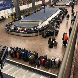 """Usa, si bloccano i computer: aeroporti in tilt. """"Non sappiamo se è attacco hacker"""""""