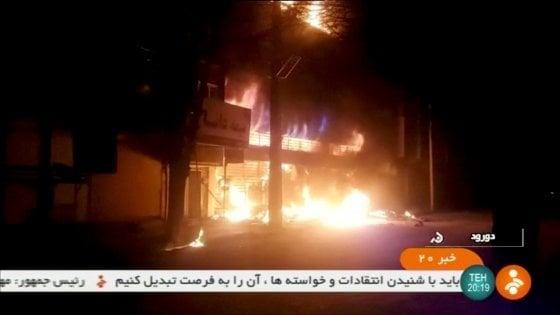 Iran: 9 morti nelle proteste della notte. Usa chiedono Consiglio di sicurezza Onu. Telefonata Rouhani-Macron