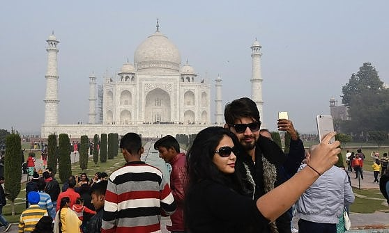 """Taj Mahal, arriva il numero chiuso. """"Solo"""" 40 mila ingressi al giorno. O forse no"""
