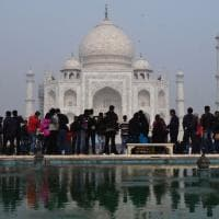 India. Taj Mahal tra turismo di massa e degrado