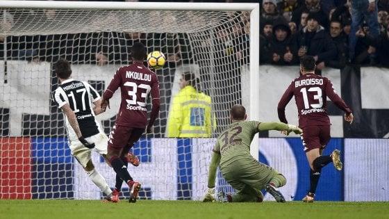 Coppa Italia, Juventus in semifinale: Douglas Costa e Mandzukic piegano il Toro