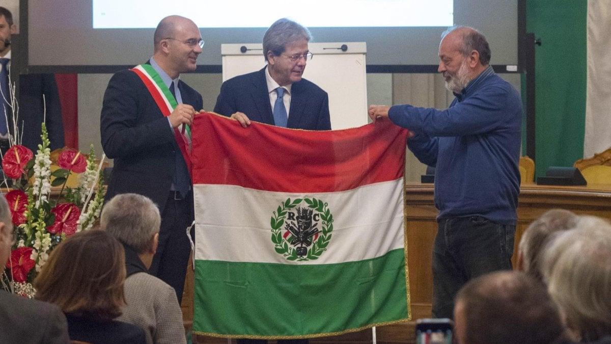 Gentiloni alla festa del tricolore la politica non for Repubblica politica