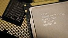 """Intel va avanti, svela il primo processore """"ibrido"""" con Amd"""