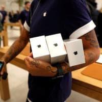 Francia, la giustizia indaga su Apple per obsolescenza pianificata