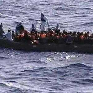 """Migranti, nuovo naufragio nelle acque della Libia. """"Sono annegati in cento"""""""