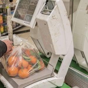 Bioshopper compostabili, l'etichetta no: buste inutili per la raccolta dell'umido