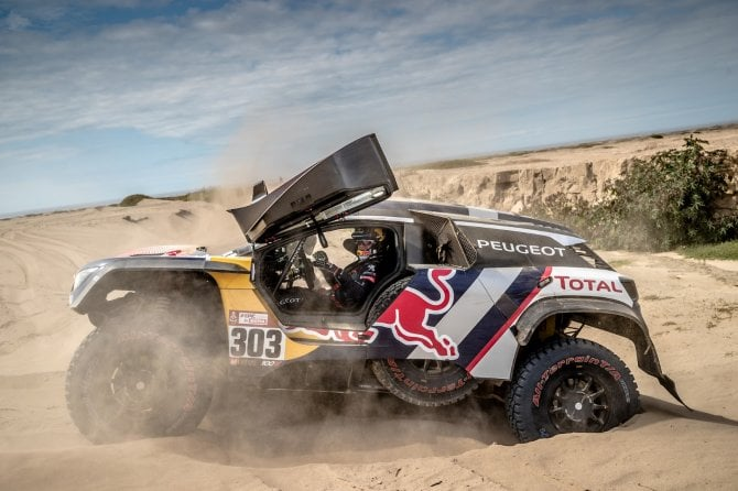 Nuova tripletta Peugeot alla Dakar