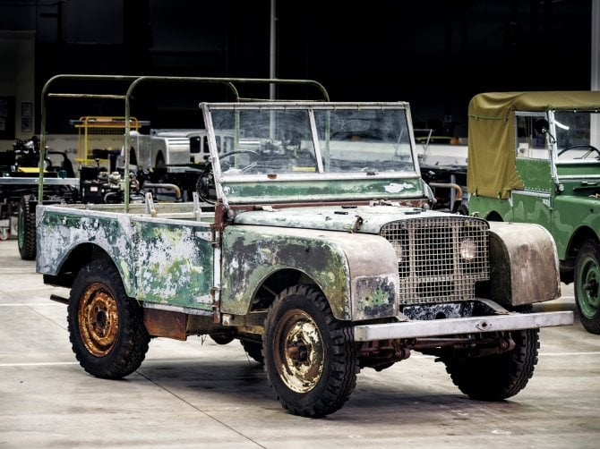 Trovata abbandonata in un giardino la Land Rover del debutto