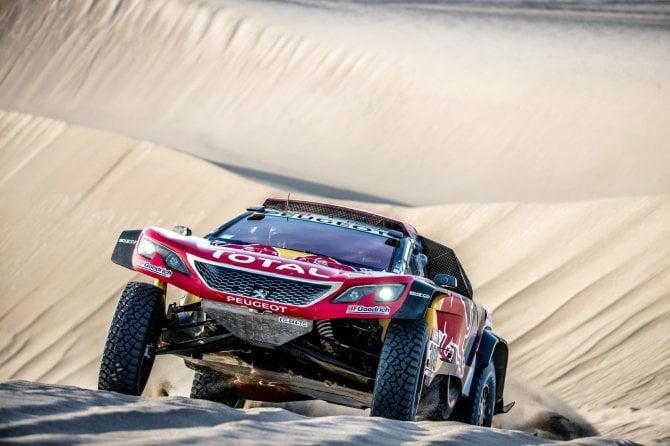 Dakar 2018, vittoria di tappa per Peugeot ma si ritira il mito Loeb