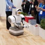 Ces 2018, la tecnologia ci rende pigri: dalla valigia scooter alla macchina piega panni