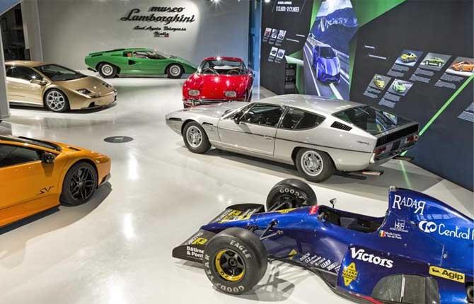 Museo Lamborghini, tutti in coda per lo spettacolo