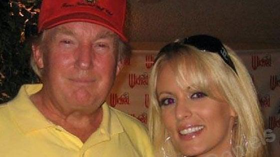 """Wsj: """"A un'ex pornostar 130mila dollari per tacere su un rapporto sessuale con Trump"""""""