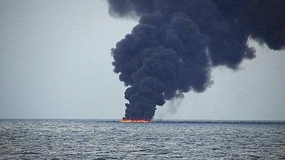 Cina, affondata petroliera iraniana con 136mila tonnellate di greggio