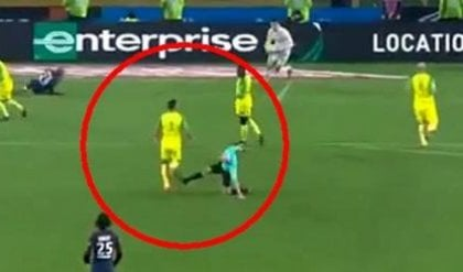 Psg-Nantes, sospeso l'arbitro dello sgambetto a Carlos. Poi le scuse: