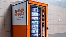 Senzatetto,  distributore automatico  per i beni di prima necessità gratuiti