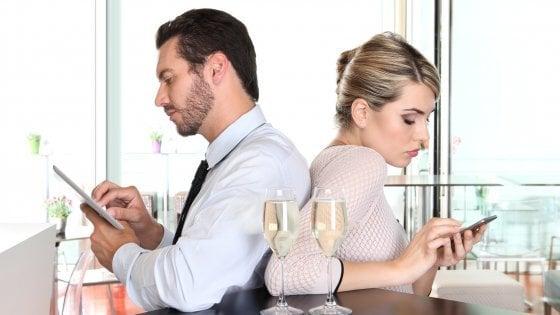 Famiglia e lavoro: le email fuori orario fanno male alla vita di coppia