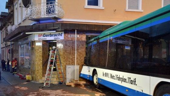 Incidente in Germania, coinvolto uno scuolabus: 48 feriti