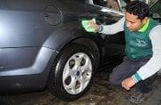 Così si lava l'auto senz'acqua