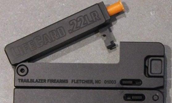 Allerta Pubblica sicurezza: in commercio la LifeCard.22, pistola formato carta di credito