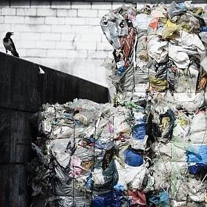 La Ue dichiara guerra alla plastica: Tutta riciclabile entro il 2030