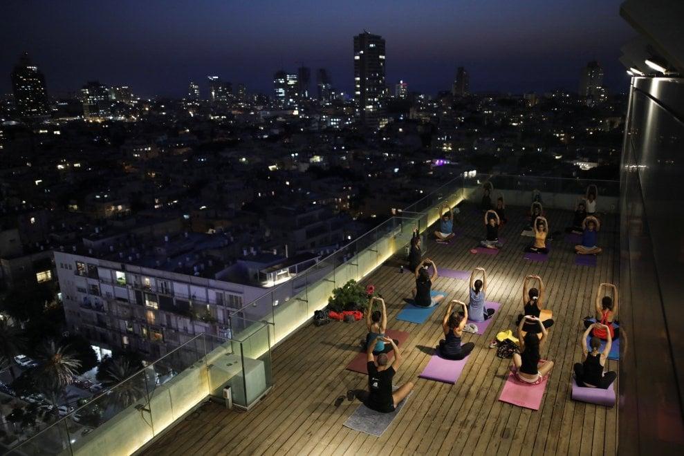 Ristoranti, orti, piscine e palestre: l'altra Tel Aviv che vive sui tetti