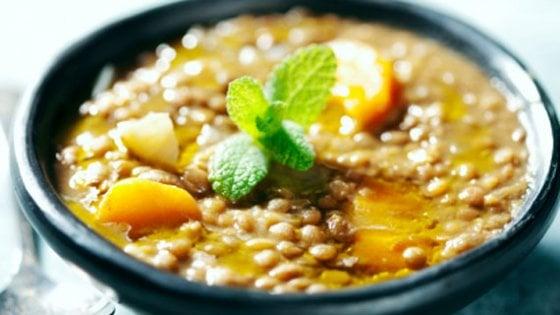 Ricette un secolo dopo: la zuppa di lenticchie dell'Artusi e quella di oggi