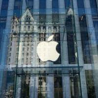 Apple sfrutta il taglio delle tasse di Trump e riporta negli Usa con 38