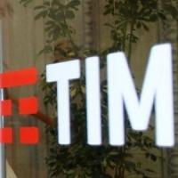 Telecom, il piano ai sindacati: 7.500 uscite e 2.000 assunzioni