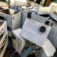 """""""I forni a microonde dannosi per l'ambiente"""". In Europa inquinano come 7 milioni di auto"""
