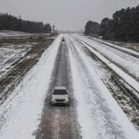 Usa, neve e gelo negli Stati del Sud. Stop a 400 voli
