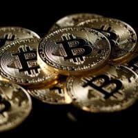 Usa a rischio paralisi, ma le Borse Ue chiudono positive. Bitcoin, nuove strette da Cina e...