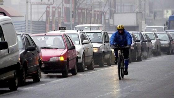 """Inquinamento, Ue bacchetta l'Italia: """"Attuare strategie su qualità aria o scatta l'infrazione"""""""