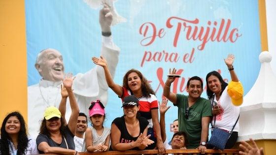 """Il Papa in Perù: """"Lottare contro la piaga del femminicidio"""""""