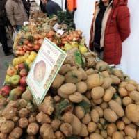 Frutta e verdura valgono un quarto della spesa: record per gli italiani