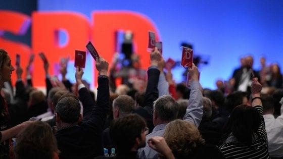 Germania, la Spd dice sì al governo con la Cdu di Merkel