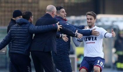Crotone, tre gol e tre punti d'oro Il Verona affonda, Pecchia rischia