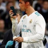Real Madrid, taglio al viso per Cristiano Ronaldo: ma lui non rinuncia al selfie